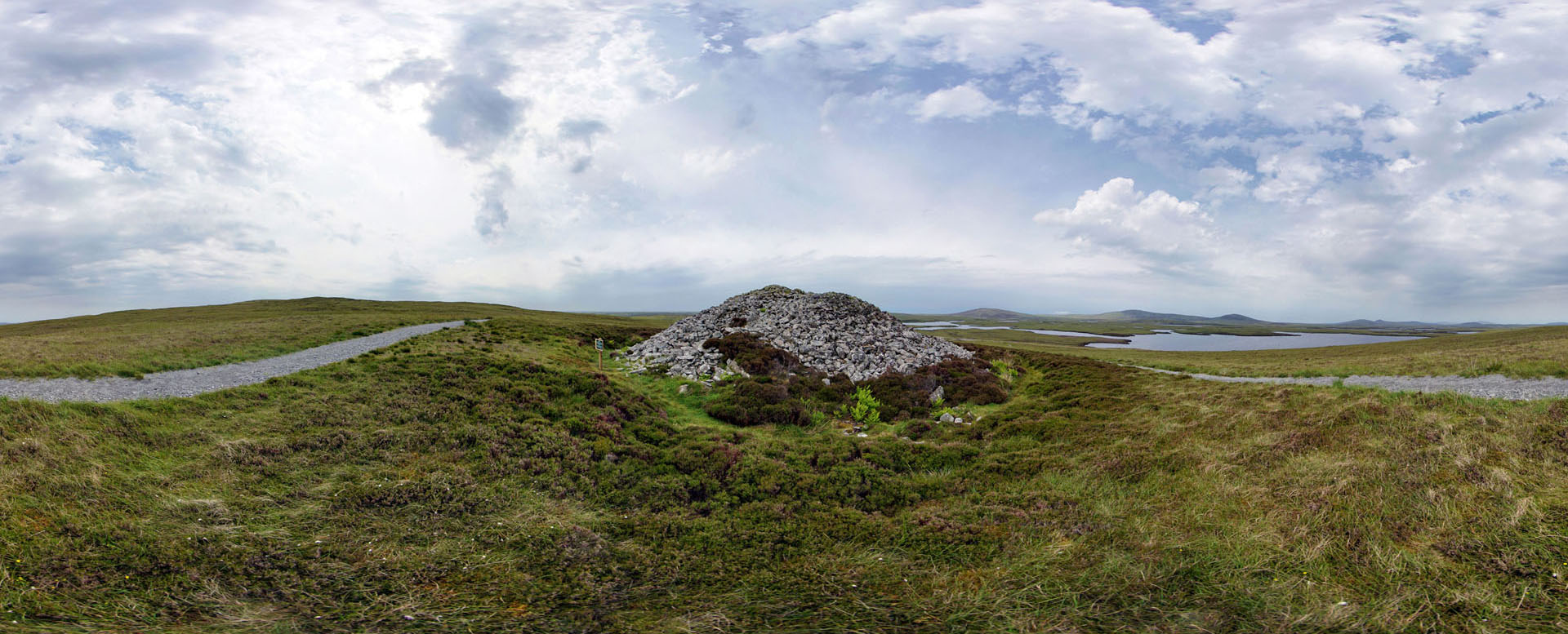 04 Barpa Langass (chambered cairn at Langass)
